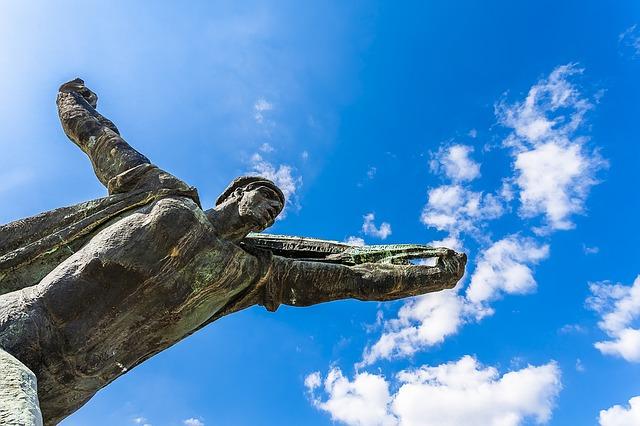 statue-1287398_640